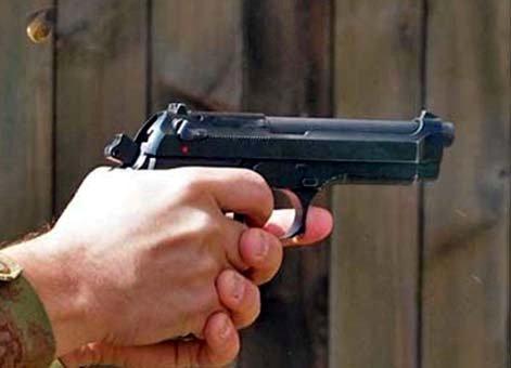بدمعاشوں نے دن دہاڑے ٹائنی برانچ کے فرنچائزی کو گولی مار لاکھوں روپیہ لوٹا