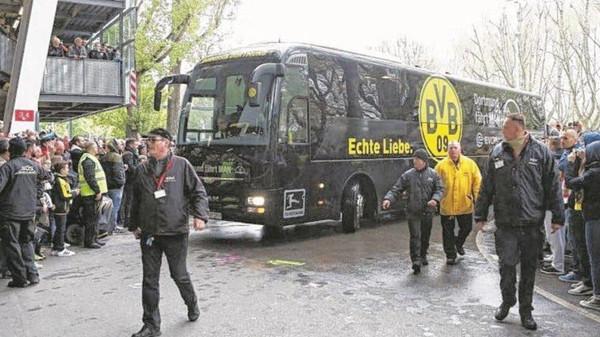 جرمنی کی فٹ بال ٹیم کی بس میں تین بم دھماکے، کھلاڑی زخمی