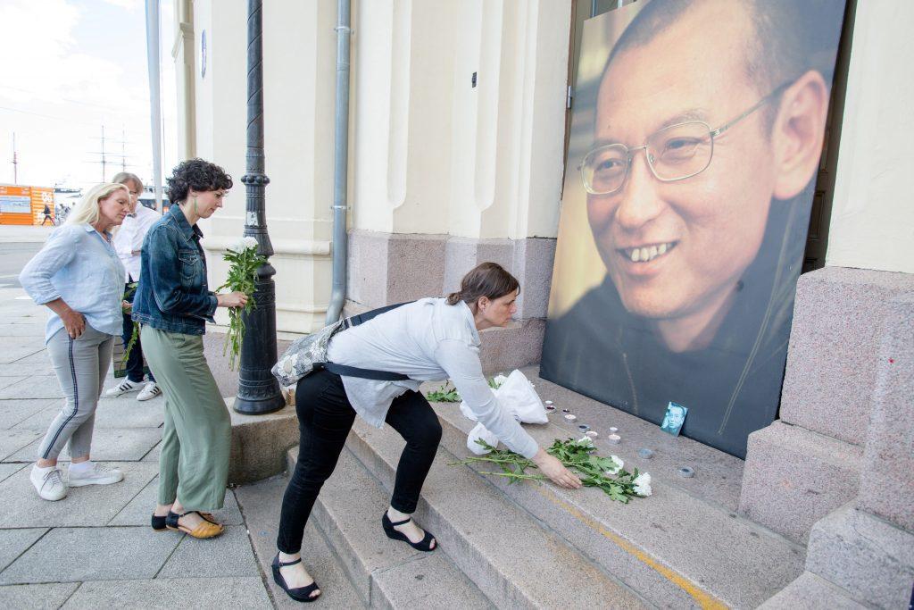 نوبل انعام یافتہ چینی رضا کار لیو شیا باؤ کے انتقال پر چین کی چوطرفہ تنقید