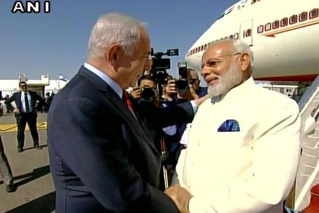 اسرائیل پہنچ کر مودی نے کہا، وزیر اعظم کے طور پر یہاں آنا میرے لئے فخر کی بات