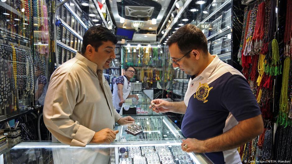 عراقی زائرین قیمتی پتھروں کے تاجروں کیلئے منافع بخش