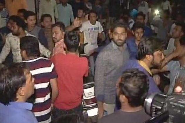 گجرات انتخابات : بی جے پی کے بعد کانگریس کی بھی مشکلیں بڑھیں ، پہلی لسٹ جاری ہوتے ہی ہاردک حامیوں کا ہنگامہ
