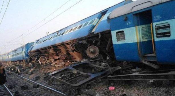 چترکوٹ کے نزدیک ٹرین پٹری سے اتری، تین کی موت، 20 زخمی