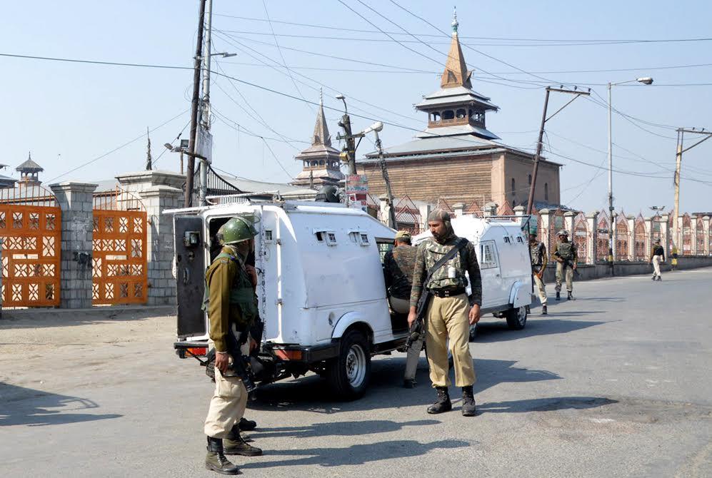 جامع مسجد سری نگر میں مسلسل تیسرے جمعہ کو بھی نماز کی ادائیگی پر پابندی،