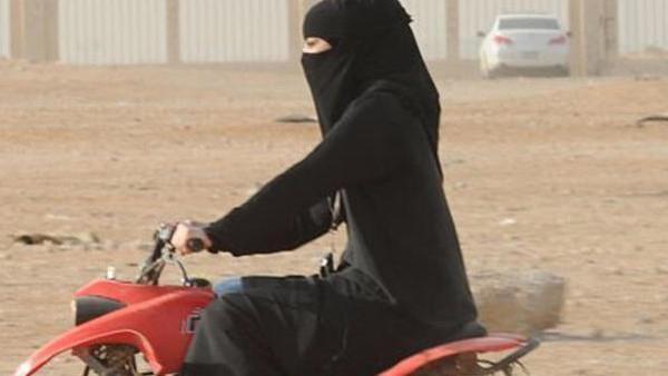 سعودی عرب میں خواتین کو ٹرک اور موٹرسائیکل چلانے کی اجازت