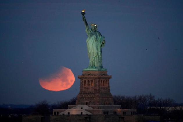 نیویارک میں چاند گرہن کا نظارہ