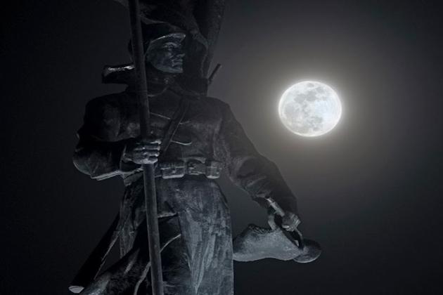 روس میں چاند گرہن کا نظارہ