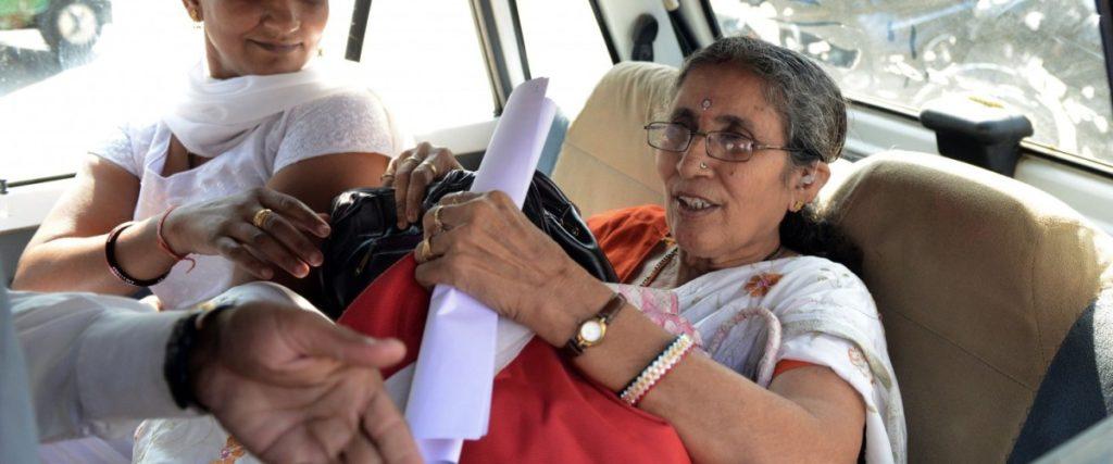 وزیر اعظم کی بیوی سڑک حادثہ میں بال بال بچی، ایک کی موت