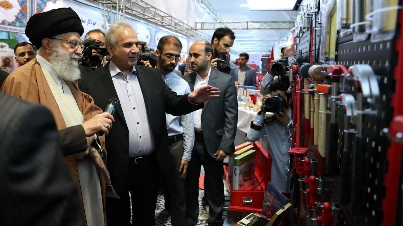 رہبر انقلاب اسلامی ایرانی مصنوعات کی نمائش میں ۔ تصاویر