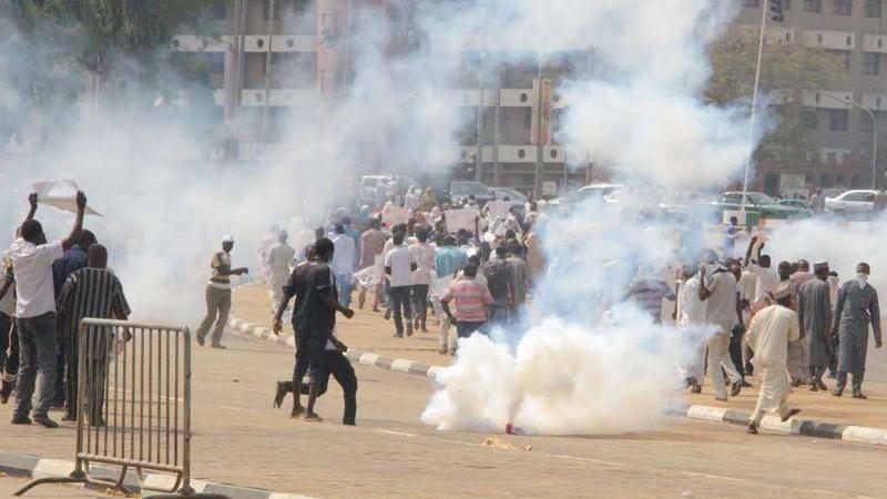 نائیجیریا میں آیت اللہ زکزکی کے حامیوں پر پولیس کا حملہ