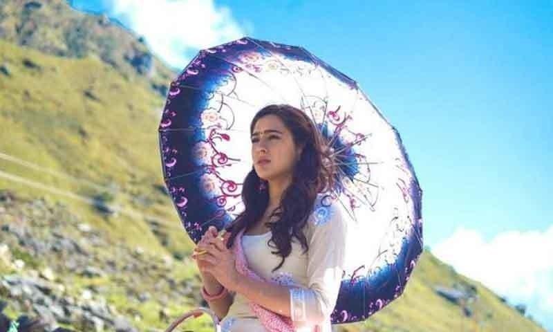 دوسری فلم سائن کرنے پر سارہ علی خان کے نام قانونی نوٹس