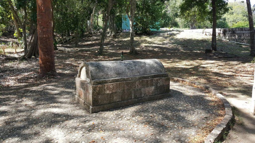 ایّا کونڈا ،ایسا گاؤں ، جہاں ہر گھر کے سامنے قبر موجود ہے