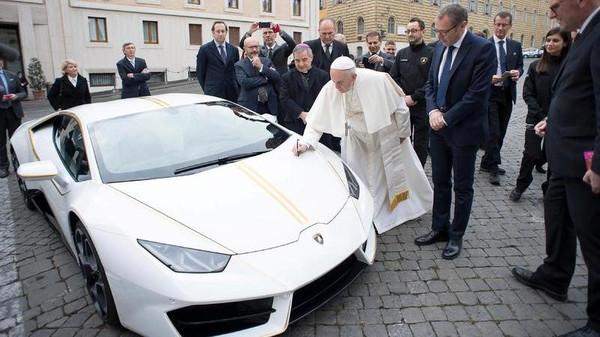 پاپائے روم کا عراق کو بیش قیمت کار کی قیمت کا عطیہ