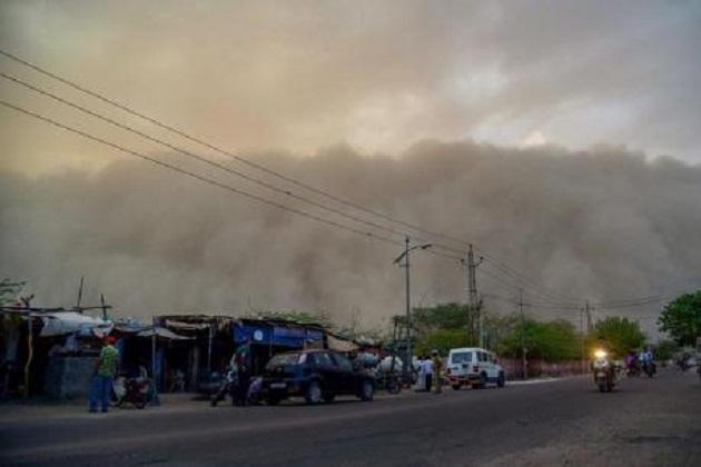 ملک کے کئی حصوں میں بارش:دہلی 70 کلو میٹر کی رفتار سے چلی آندھی ،6 فلائٹس میں ہوئی تاخیر