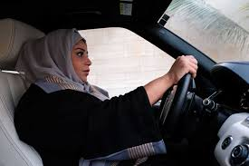 آزادی : سعودی خواتین کا کاریں چلاتے ہوئے پہلا یادگار اور تاریخی سفر