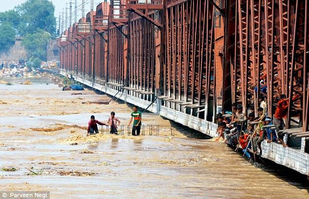 دہلی : جمنا میں طغیانی، سیلاب کا اندیشہ