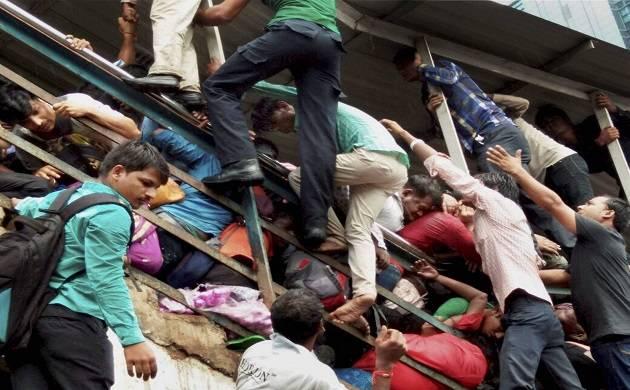 َممبئی میں پل گرجانے سے ریلوے خدمات میں رخنہ
