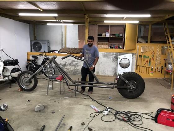 ذاکر خان نے بنائی دنیا کی سب سے لمبی بائک، 450 کلو ہے وزن