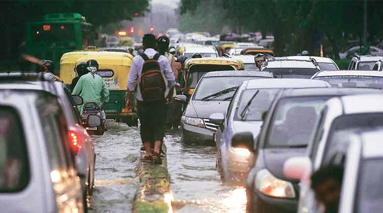 لکھنؤ میں بھاری بارش سے عام زندگی متاثر، وزراکی رہائش گاہوں میں بھی پانی بھرا