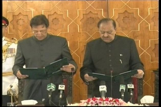 عمران خان نے پاکستان کے 22 ویں وزیر اعظم کی حیثیت سے لیا حلف