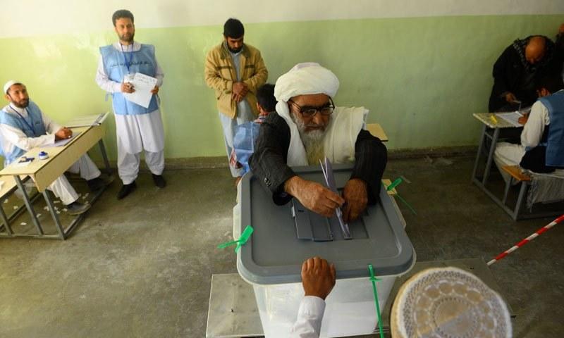 افغانستان میں انتخابات:متعدد پولنگ اسٹیشنوں کے قریب دھماکے