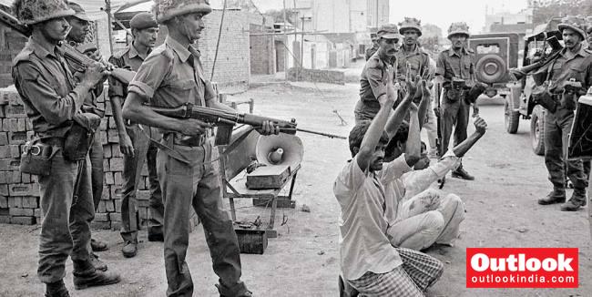 ہاشم پورہ قتل عام معاملہ میں 16سابق پولیس اہلکاروں کو عمر قید