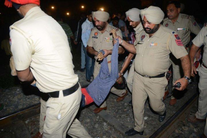 پنجاب ریل حادثہ : تیوہار کی خوشیاں ماتم میں بدلی، دو  ٹرینوں کی زد میں آکر مرنے والوں کی تعداد 70 سے زیادہ جاں بحق