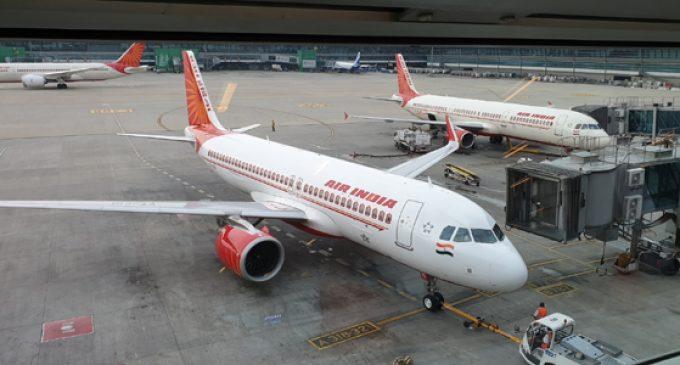 ممبئی ایئرپورٹ پر سنگین واقعہ ، ایئر ہوسٹس طیارہ سے نیچے گری ،حالت تشویش ناک