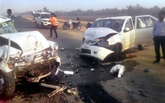 آگرہ۔لکھنؤ ایکسپریس وے پر تین گاڑیوں کی ٹکر، دو کی موت، آٹھ زخمی