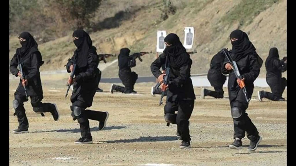پاکستان کی خواتین کمانڈوز سنبھال رہی ہیں کمان، دیکھیں یہ خواتین کیوں بٹوررہی ہیں سرخیاں؟