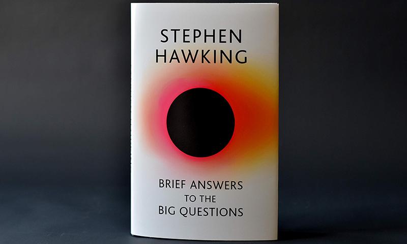 بڑے سوالات کے مختصر جوابات ڈھونڈیے اسٹیفن ہاکنگ کی آخری کتاب میں