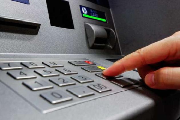 ڈیجیٹل لین دین کے نام پر دھوکہ! سرکاری بینکوں نے آپ کے اکاؤنٹ سے کمائے 10 ہزار کروڑ