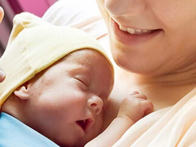 ماں کا دودھ بچوں کیلئے قد رت کا انمول تحفہ