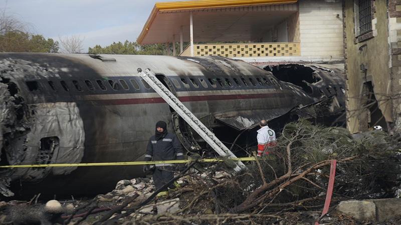 ایران میں کارگو جہاز گر کر تباہ، 8 افراد جاں بحق