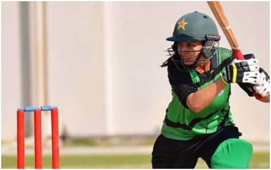 انٹرنیٹ پر چھائیں پاکستانی گیندباز کائنات امتیاز، دیکھیں تصویریں