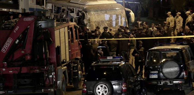 مسجد الازھر کے قریب خودکش دھماکہ