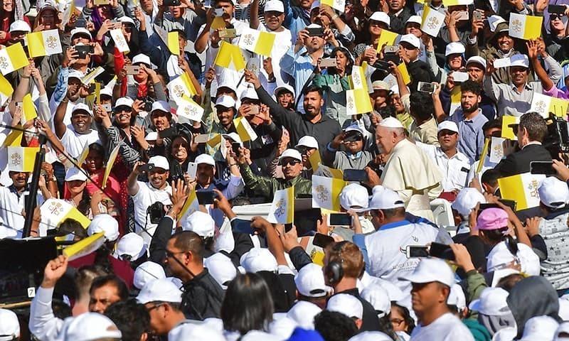 پوپ فرانسس کا عرب ملک کا تاریخی دورہ، ڈیڑھ لاکھ سے زائد افراد سے خطاب