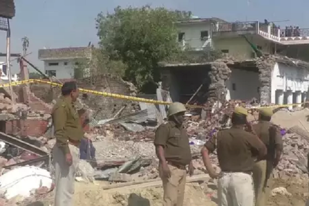یوپی کے بھدوہی میں خوفناک دھماکے سے 11 افراد کی موت، راحت اور بچاؤ کا کام جاری