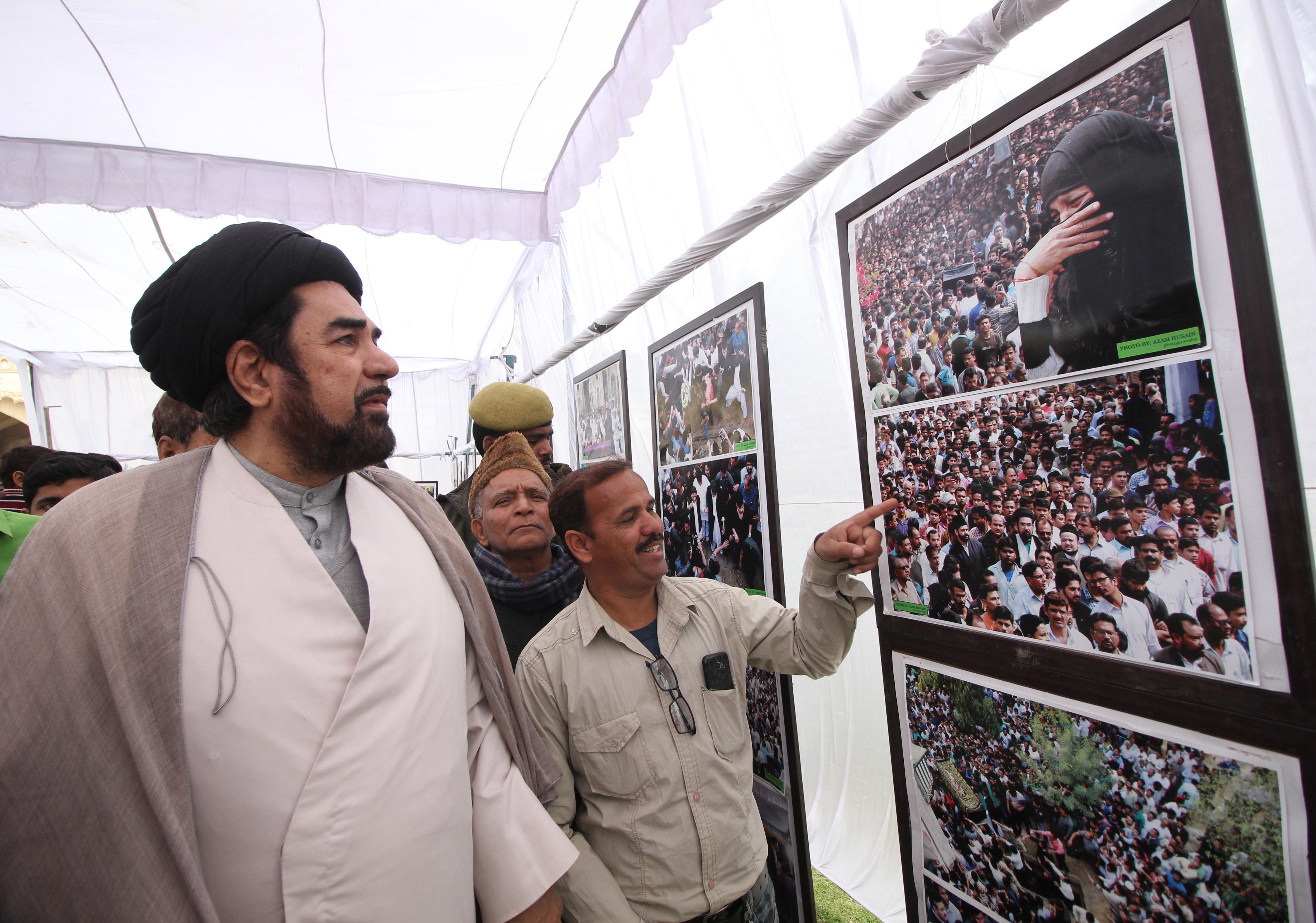 ایس این لال اور فوٹو جرنلسٹ اعظم حسین نے مرزا اطہر کی برسی کے موقع پر تصاویر کی نمائش کا اہتمام کیا