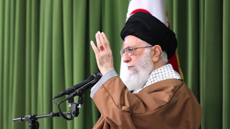 عالم اسلام کی نظریں اسلامی جمہوریہ ایران پر مرکوز ہیں: رہبر انقلاب اسلامی