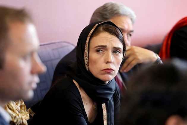 نیوزی لینڈ کی وزیراعظم جیسنڈا آرڈرن نے سیاہ لباس پہن کر مسلم کمیونٹی سے کیا اظہار تعزیت