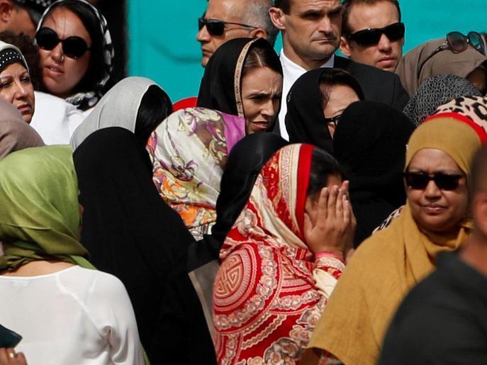 نیوزی لینڈ : مساجد کے شہداء کی نماز جنازہ کے موقع پر مذہبی رواداری کا بے مثال مظاہرہ