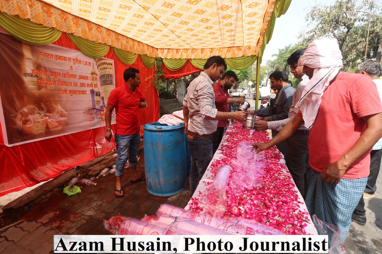 सिब्तैनाबाद इमामबाड़े में इमाम हुसैन अ0 स0 की विलादत का जश्न - केक काटकर खुशियां मनाई