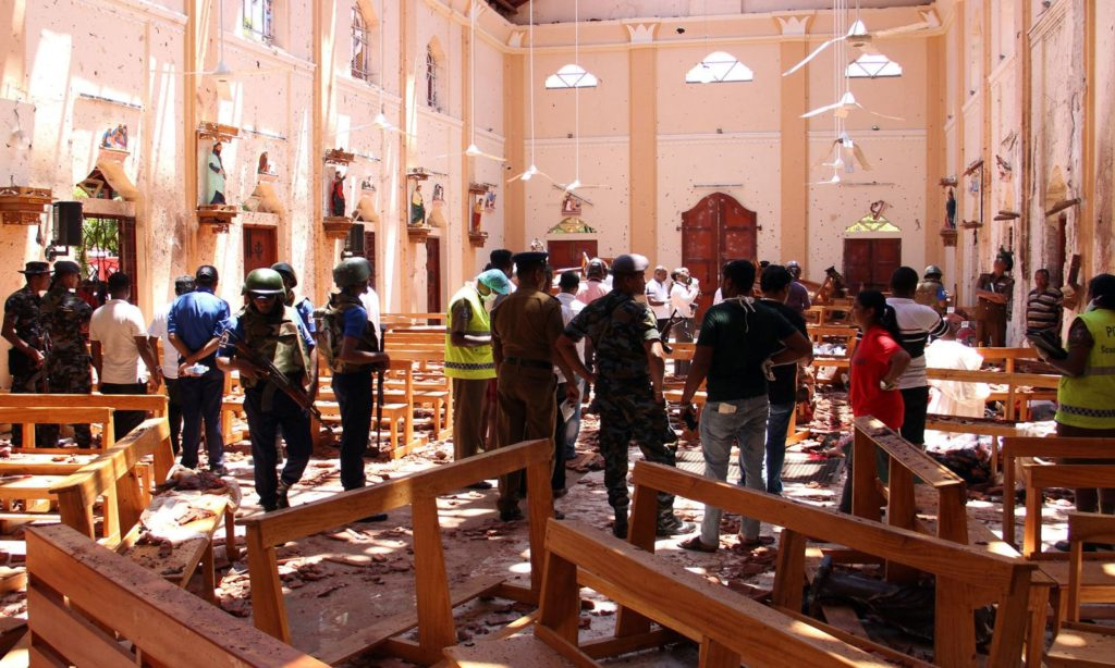 श्रीलंका :  कोलंबो में चर्चों & होटलों में एक के बाद एक 8 बम धमाकों में मरने वालों की संख्या 295 से अधिक