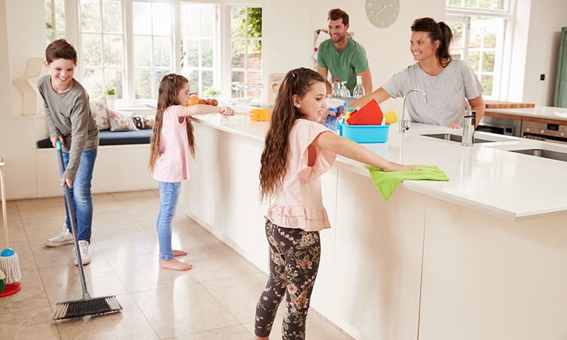 جو بچے گھر کے کام میں ہاتھ بٹاتے ہیں وہ آگے چل کر کامیاب انسان بنتے ہیں