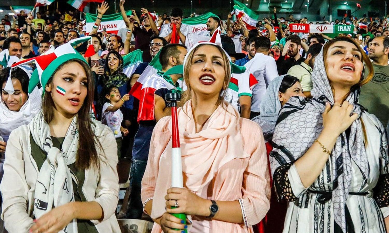 ایران : خواتین کو 40 برس بعد فٹ بال اسٹیڈیم جانے کی اجازت