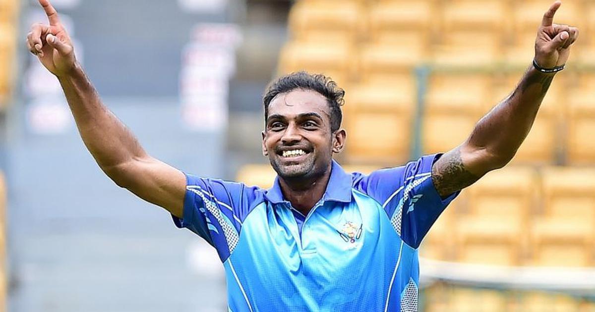 ٹیم انڈیا کے گیند باز کا کرشمہ ، چھ گیندوں میں لیا پانچ وکٹ ، یہ بڑا ریکارڈ کیا اپنے نام