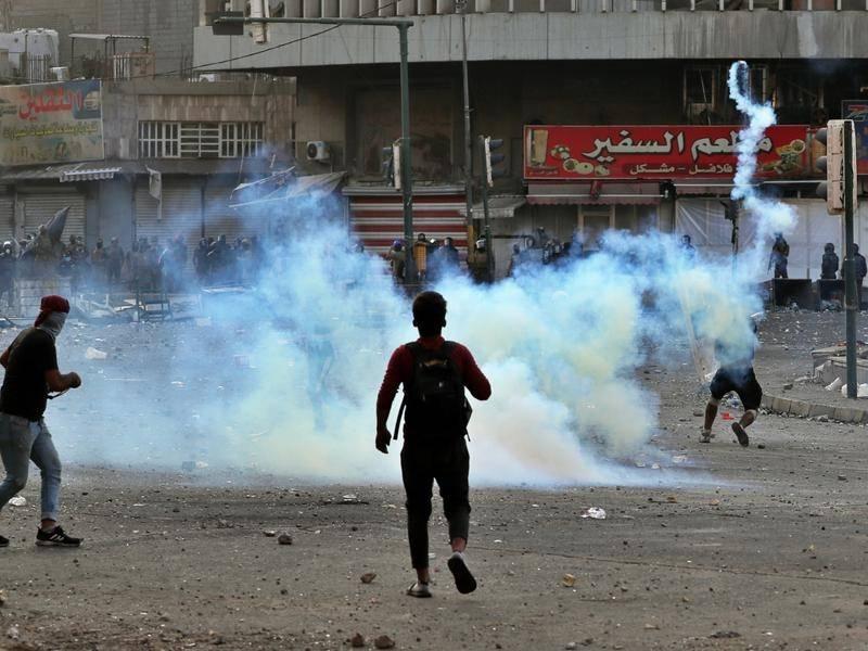 عراق کے دارالحکومت بغداد میں مظاہرہ کے مقام کے قریب یکے بعد دیگرے 3 دھماکے 4 جاں بحق 30 زخمی