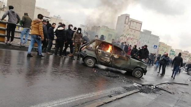 ईरान में पेट्रोल की कीमतों में इजाफे को लेकर भड़के लोग- देशव्यापी विरोध प्रदर्शन में 2 की मौत