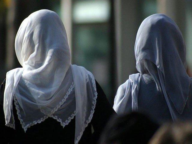 برطانیہ میں اسکول کی باحجاب مسلم طالبہ پر تشدد، ویڈیو وائرل